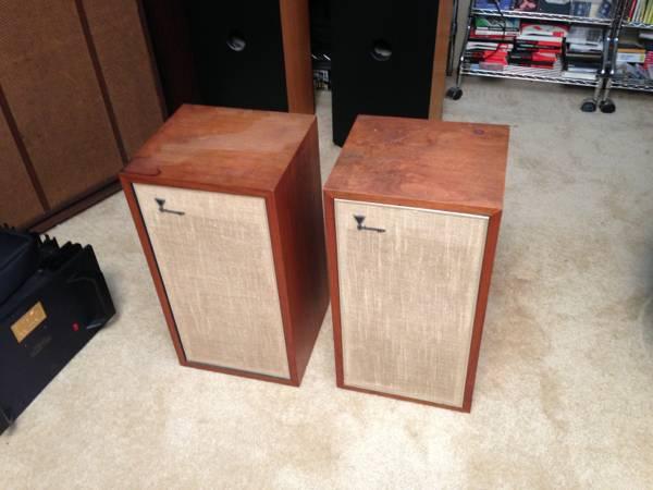 JBL LE-8 Speakers 1