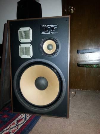 Vintage Akai SW 177 speakers