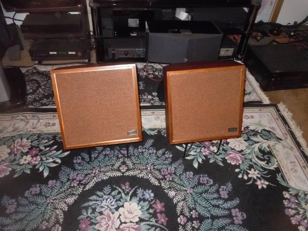 Vintage Wharfdale W-35 speakers VG condition 2