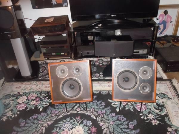 Vintage Wharfdale W-35 speakers VG condition