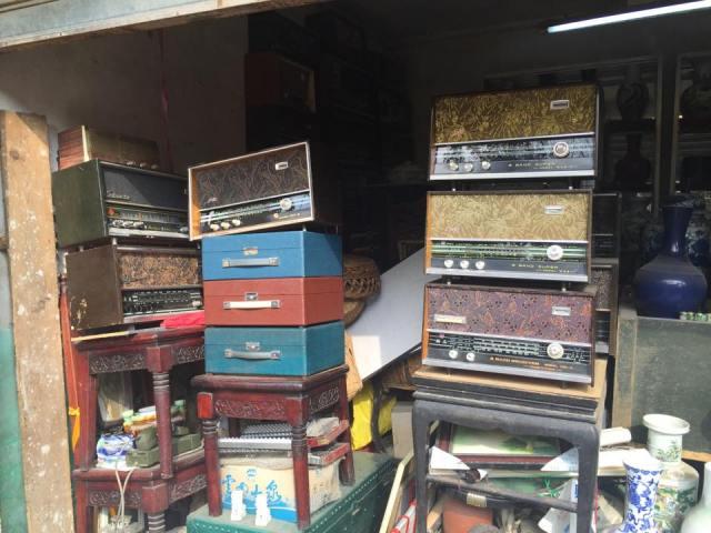 antique-radio-shop-kunming